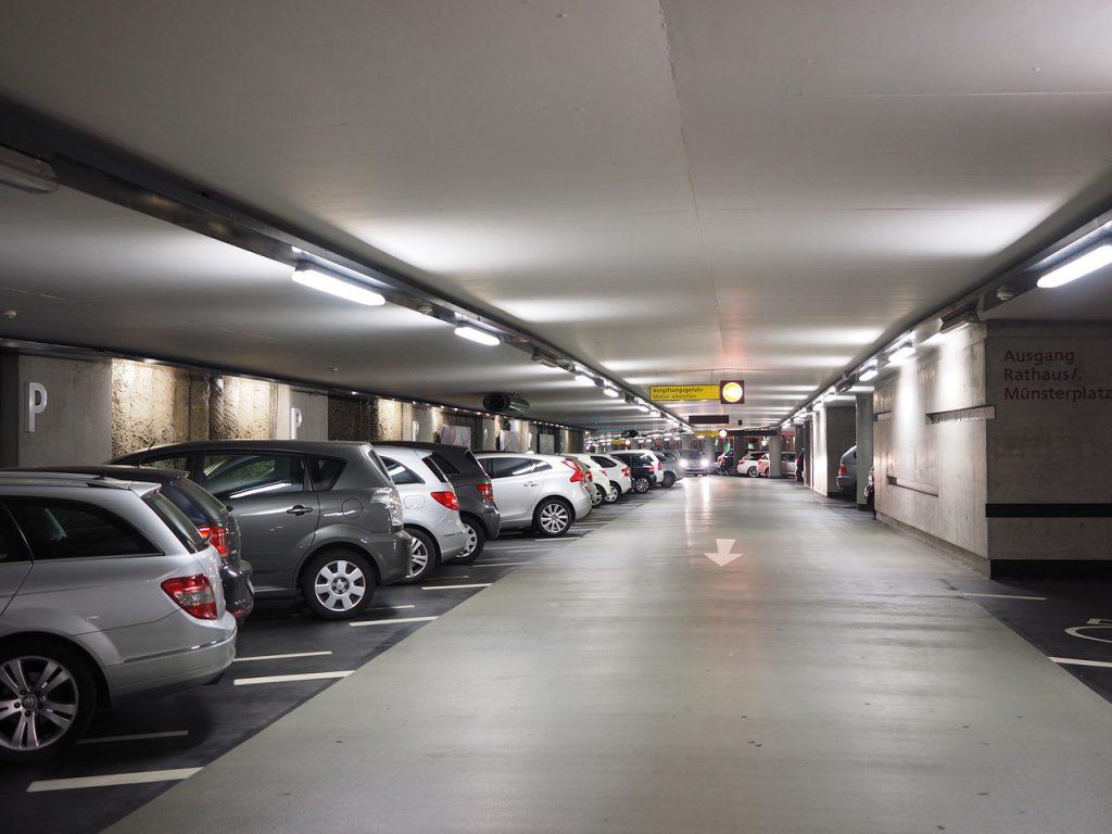 Parkplatz am Flughafen günstig online buchen